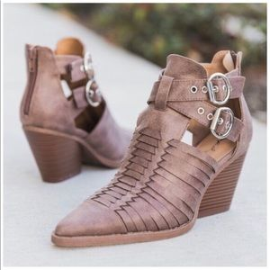 Shoes - 🎉Host Pick🎉 Nutmeg Distress Strappy Booties